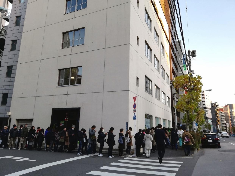 小網神社の初詣(さらに曲がる列)