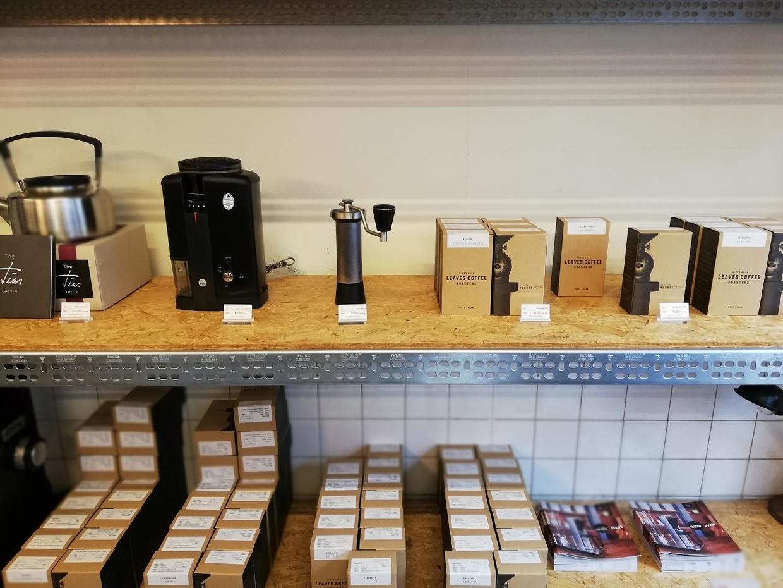 コーヒー豆やコーヒーグッズの販売もある