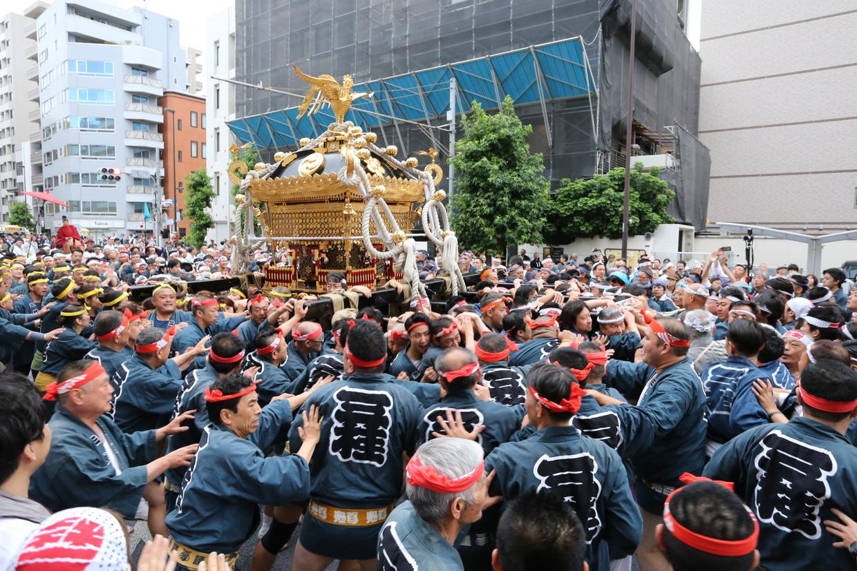 本社神輿の渡御
