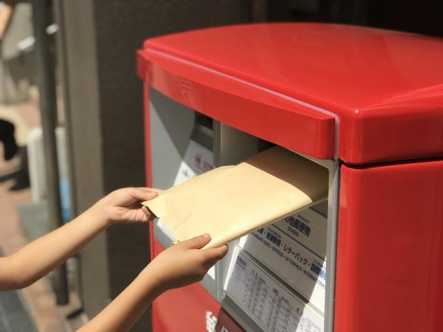 郵便ポストにメール便投函