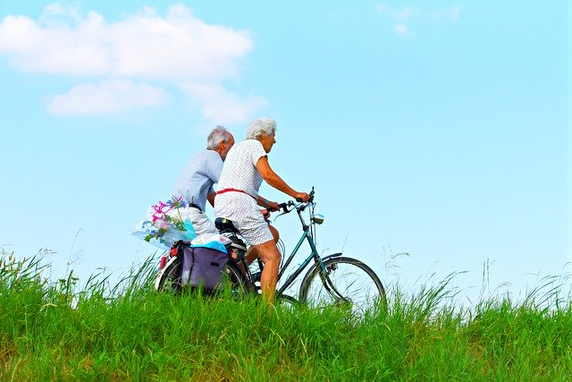 高齢者夫婦 サイクリング