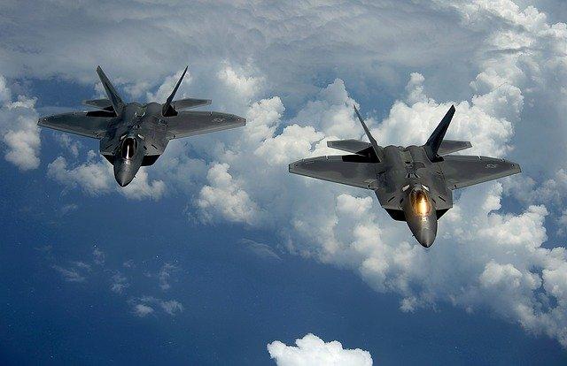 戦闘機F22