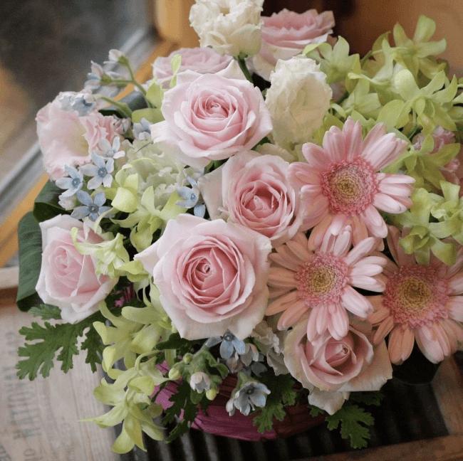 母の日のプレゼント、カーネーション以外の花を贈る人 バラ ランキング ガーベラ