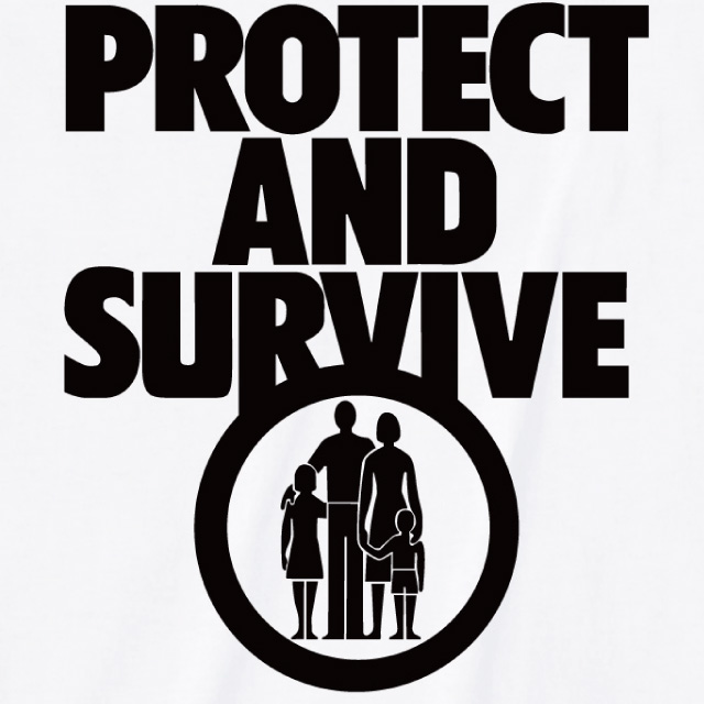 Protect and Survive プリントTシャツ オリジナル ロゴ おもしろ