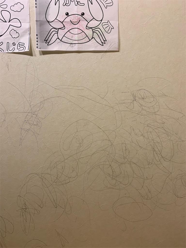 壁に描かれた落書き