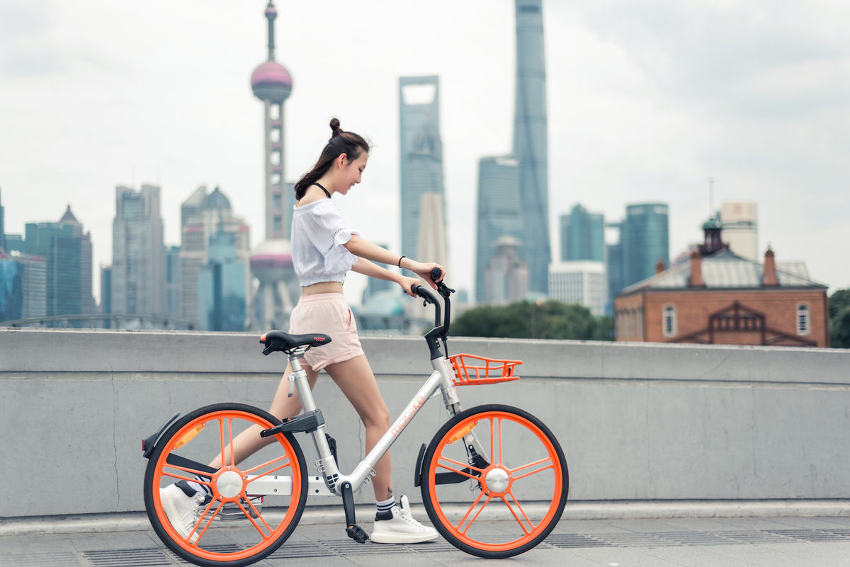 mobikeは赤い自転車がトレードマーク(出典:mobike公式サイト)