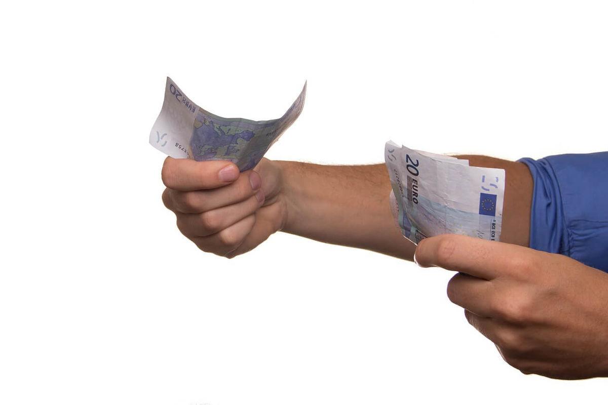 信用スコアの1つ目の活用パターンは「個人向け融資」