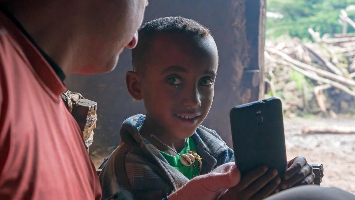 シロヤが目につけたのはスマートフォンのデータ