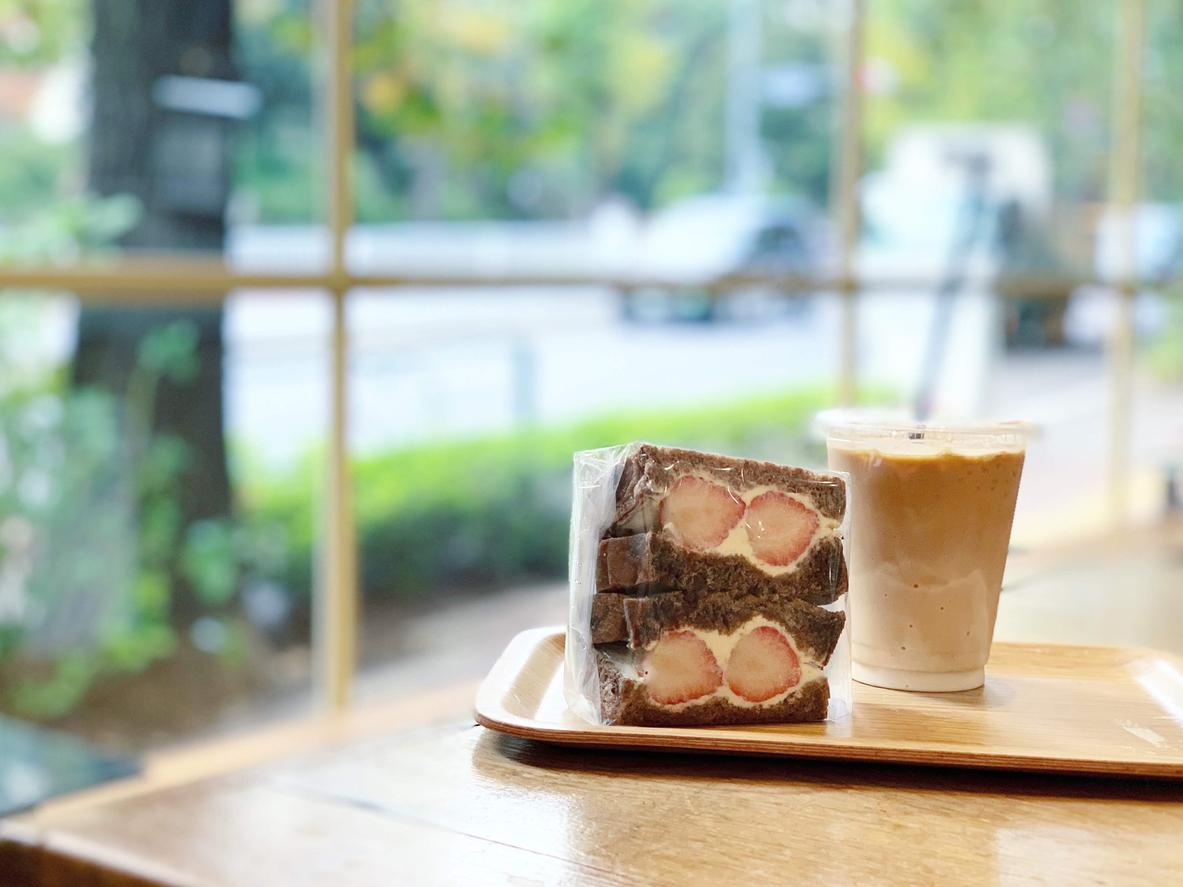 カフェ店内の雰囲気を取り入れた撮影写真のイメージ
