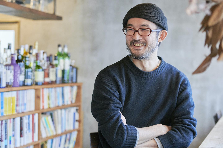 『本の読める店 fuzkue』について語る店主の阿久津隆さん