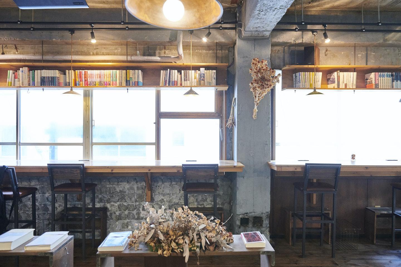 『本の読める店 fuzkue』店内の様子