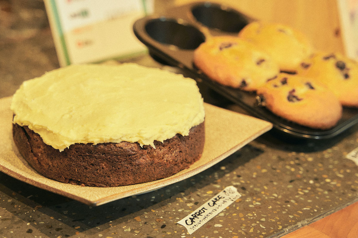 KeimiさんがつくるLOBBYのカフェメニュー。キャロットケーキにクッキー