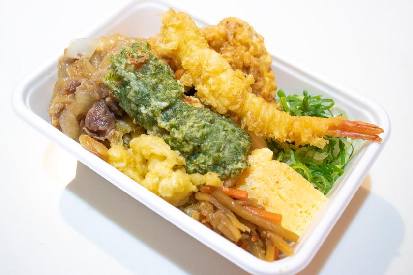 丸亀製麺『4種の天ぷらと定番おかずのうどん弁当』に肉を追加