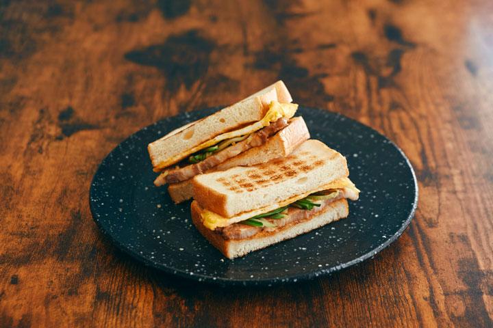 台湾朝食の新定番。炭火で香ばしく焼いたトースト「炭烤吐司(タンカオトゥスー)」