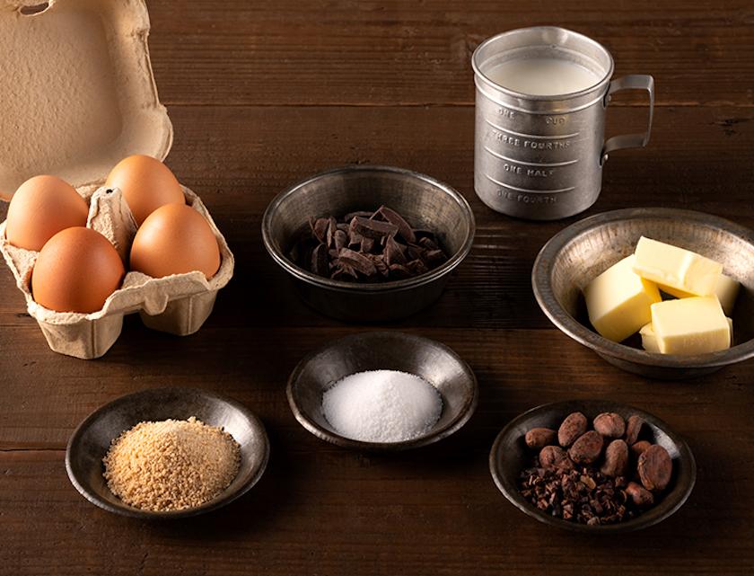 「THE chocola」の原材料。カカオ・卵・生クリーム・バター・てんさい糖・塩