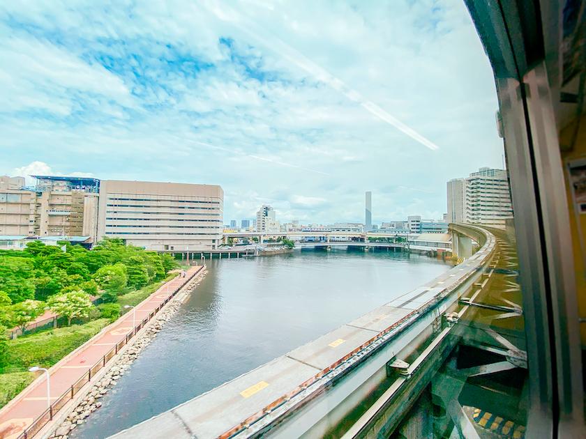 東京モノレールで天王洲アイルへ向かう車窓イメージ