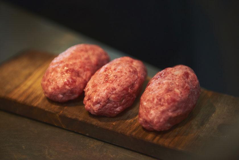 「挽肉と米」にて使用される100%国産和牛の肉