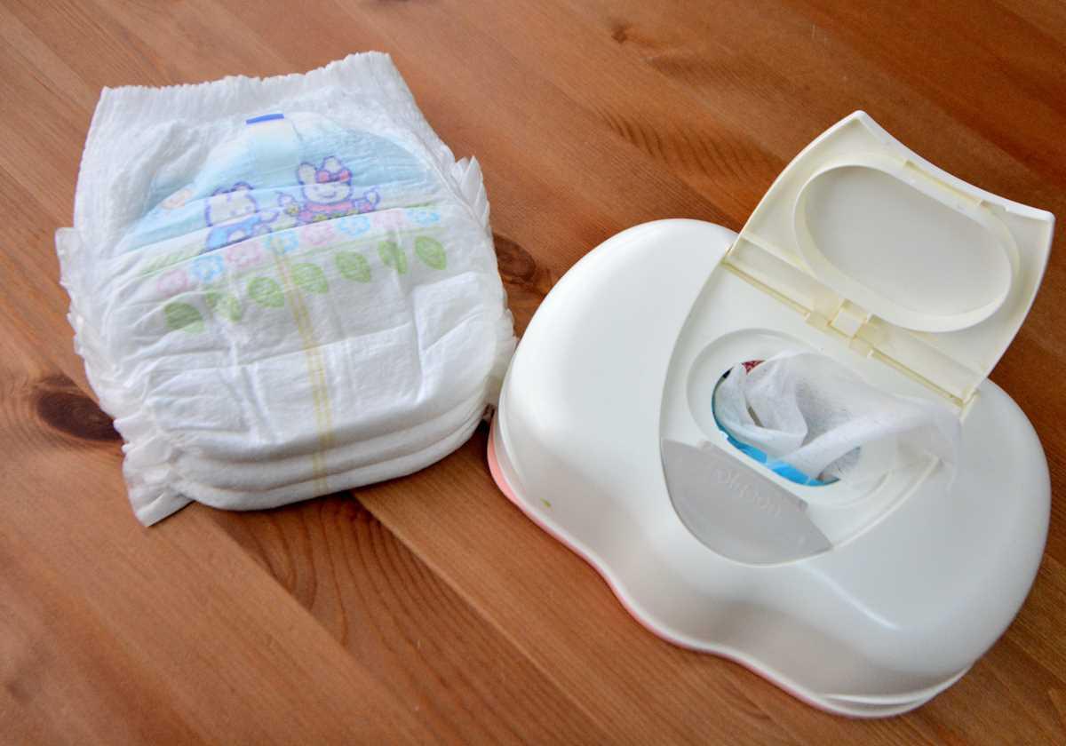 赤ちゃんのおもちゃを洗う