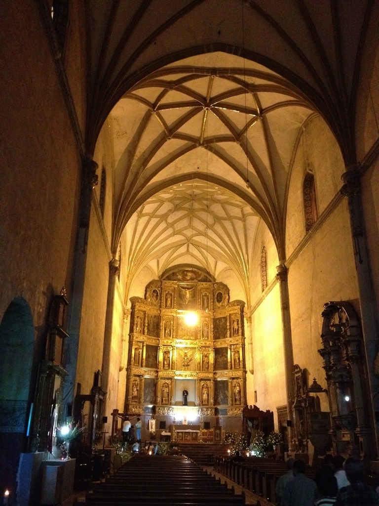 修道院の内部