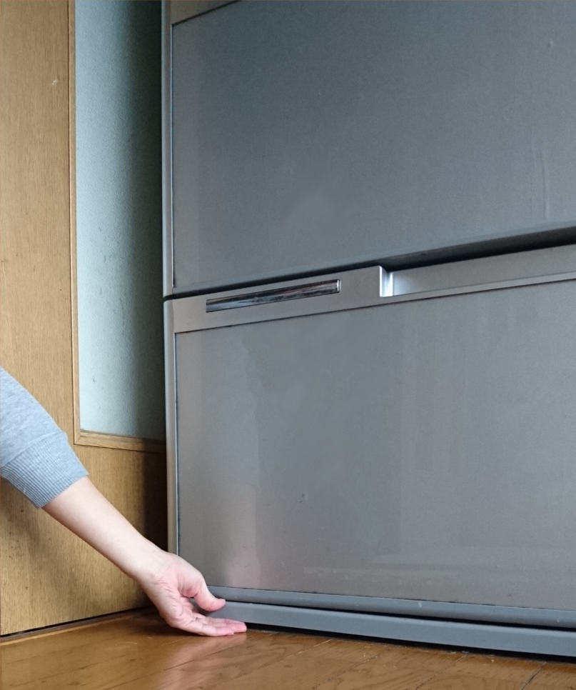 冷蔵庫の下