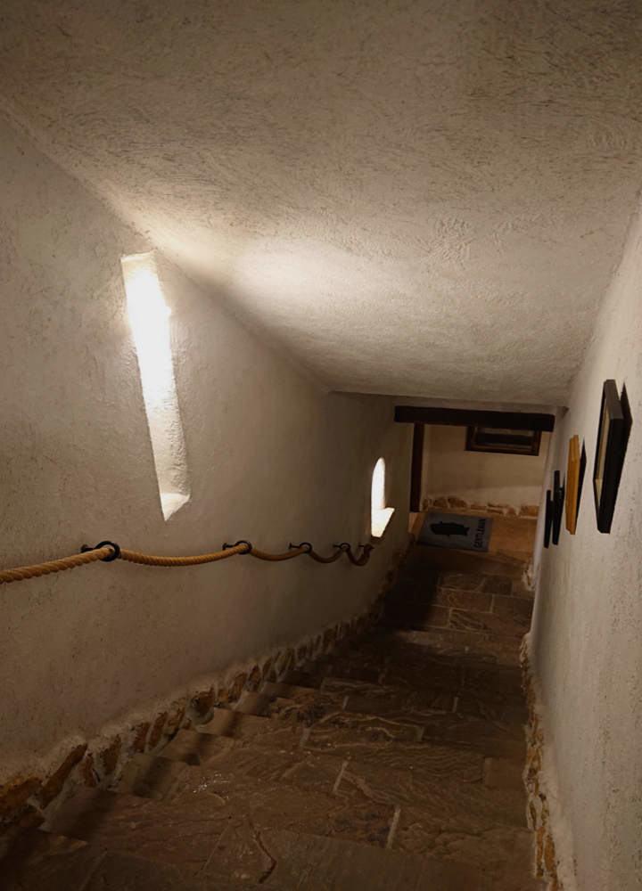 那須ステンドグラス美術館 地下牢への階段