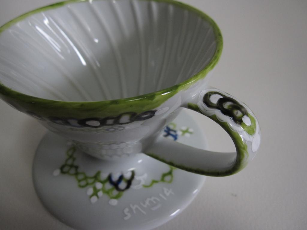 緑色の模様のあるドリッパーの写真