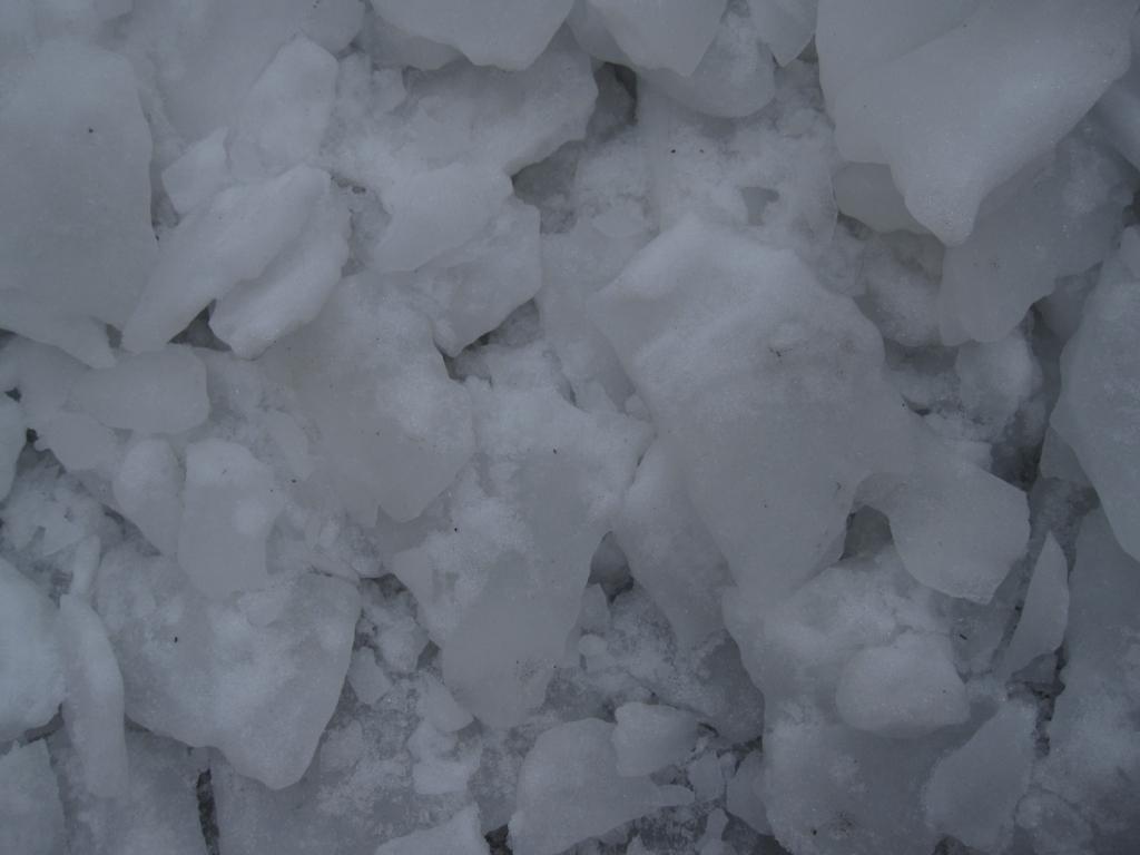 割れた氷の写真