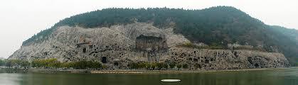 龍門石窟の遠景写真