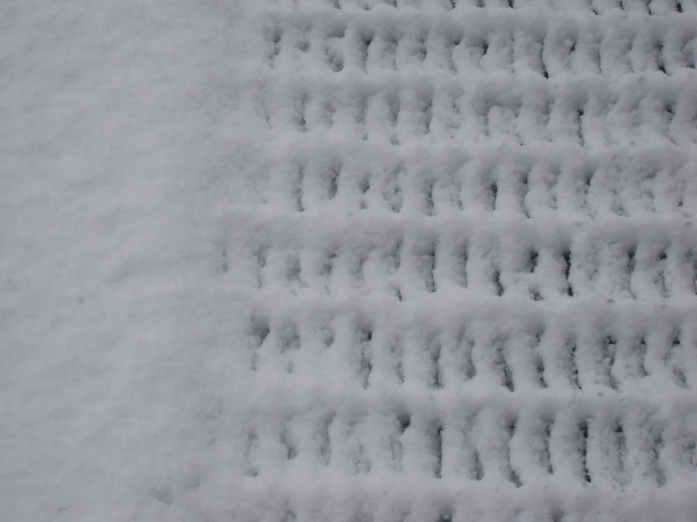 雪の排水口の写真