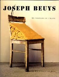 ヨーゼフ・ボイスの椅子と脂肪の作品写真