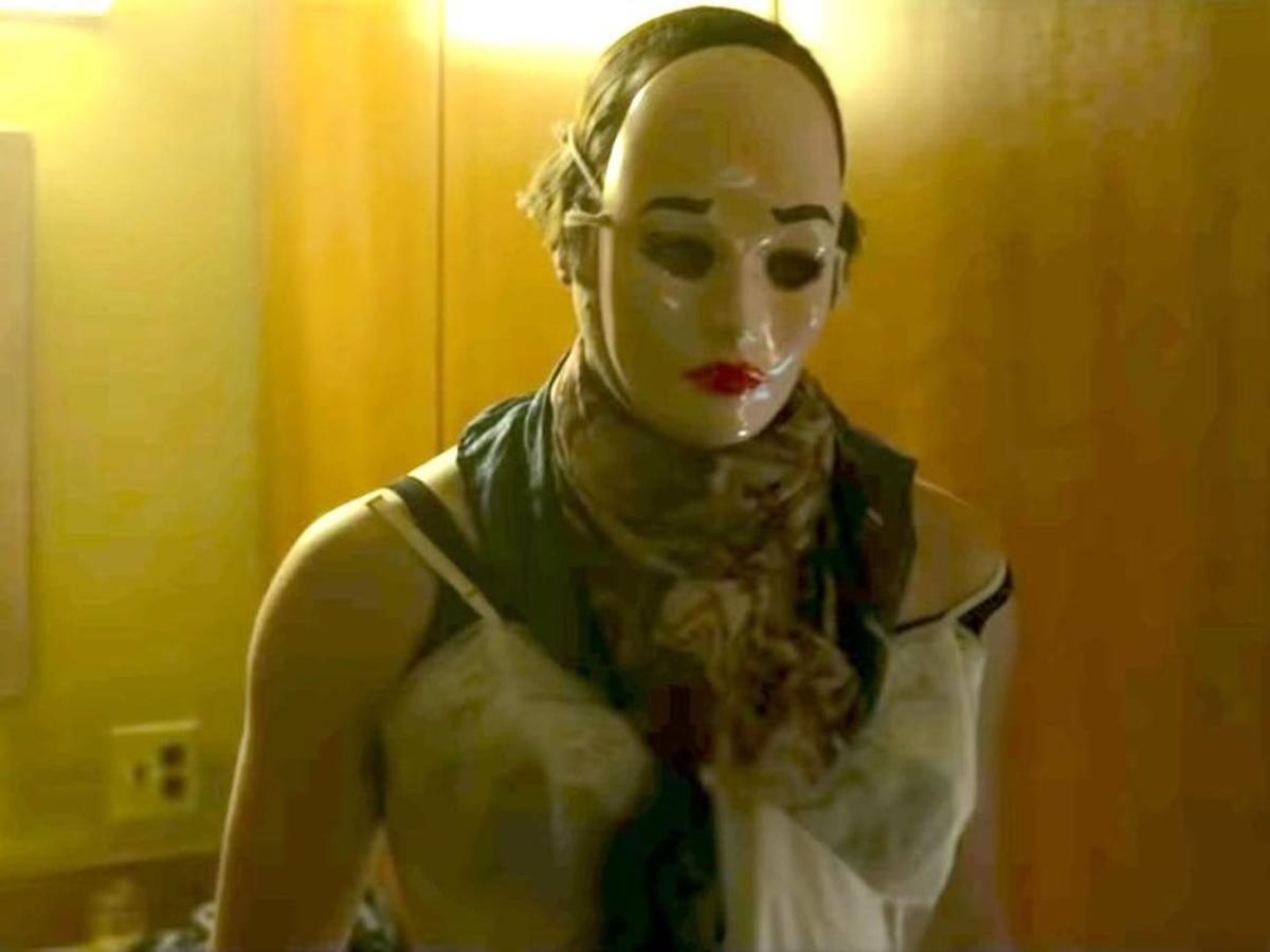 Denis Rader wear female custume for his hobby from the scene of mindhunter season 2