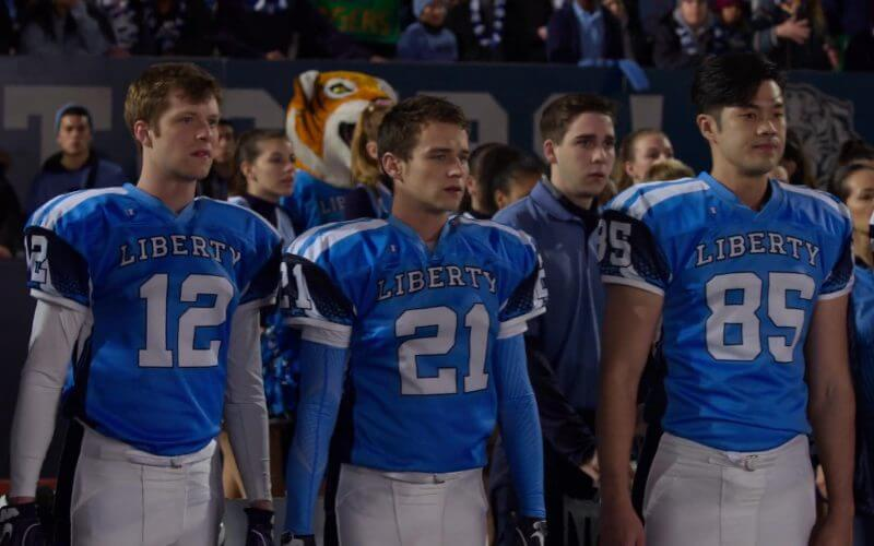 justin and Zac wearing football uniform from the scene of tv show 13 reasons why seasons3