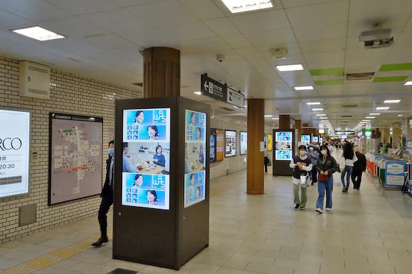 福岡地下鉄天神駅中央口サイネージ