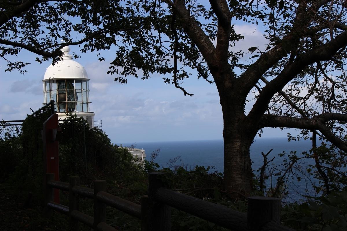 山道から見える灯台
