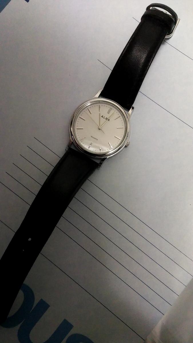 セイコー アルバ 白い文字盤の時計