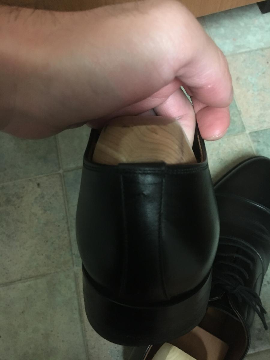 スコッチグレインの革靴のかかとの穴について