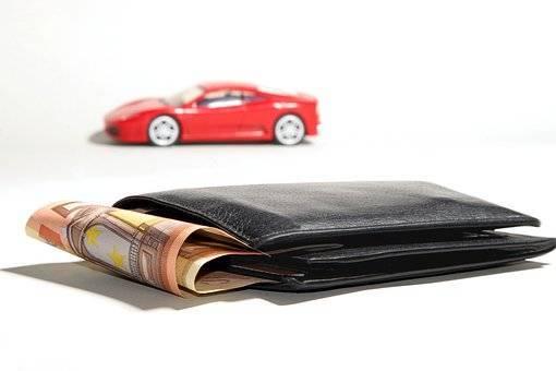 お札が見えてる財布