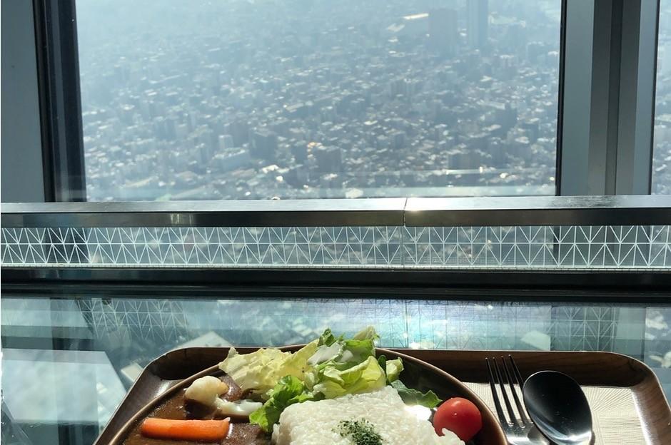 景色を見ながら食事