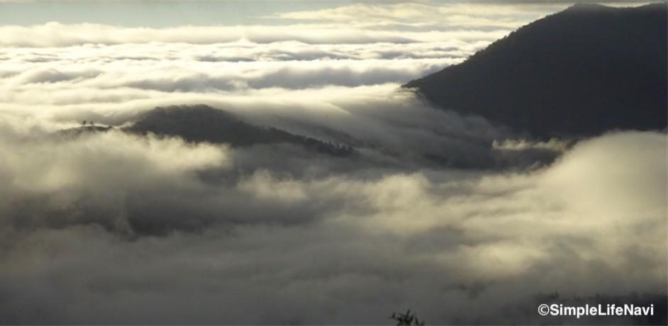 流れる雲海