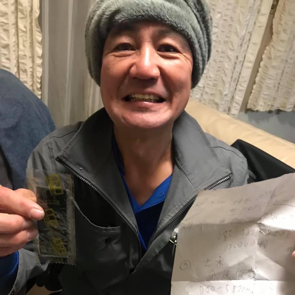 ポッケから吉野家さんの味付け海苔が出てきて嬉しそうな三浦国宏