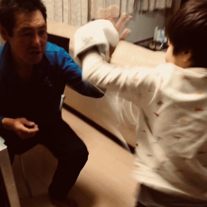 三浦国宏にフックの教えを受けるK