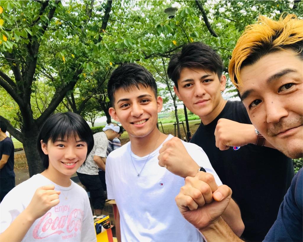 左から、川島えりさ、鈴木宙樹、鈴木千裕、オッさん玉子