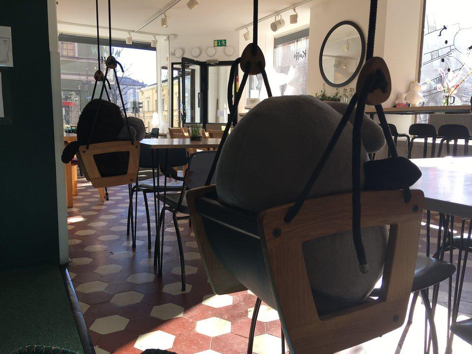 ヘルシンキムーミンカフェKRUUNUNHAKA店ぶらんこ椅子