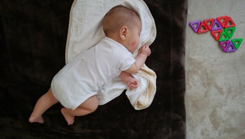 ほぼ寝返り状態の横向きで睡眠