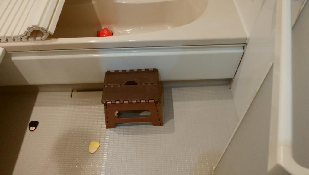 踏み台のおかげで自在にお風呂を出入りできる