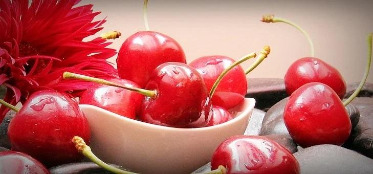 おいしい果物と食事