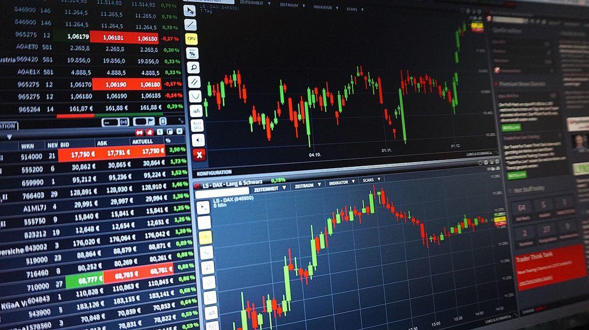 2019年10月3日 市場平均指数と持ち株の騰落率を比較