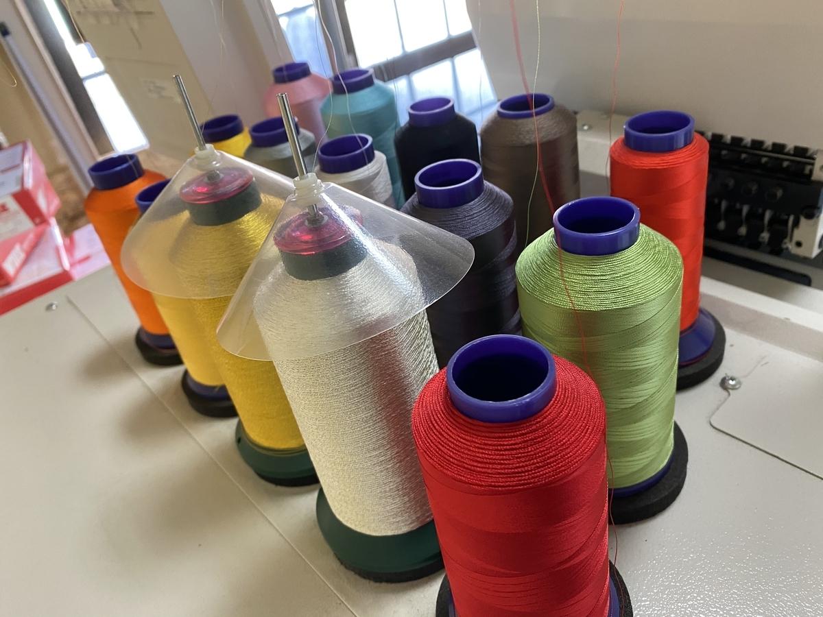 刺繍機にセットしてある糸