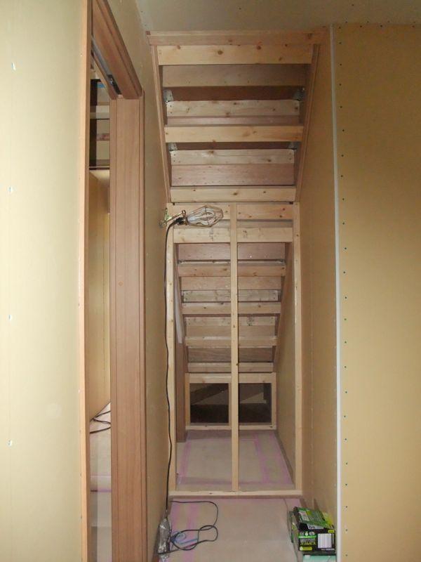 階段裏収納01