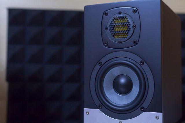 外部スピーカーと接続可能(BluetoothかAUXオーディオ出力)
